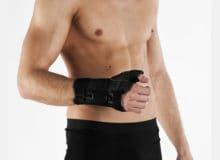 Stabilizator stawu nadgarstkowego zujęciem kciuka zszynami